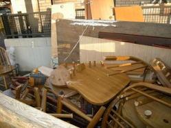家具は、ばらした上で積載します。
